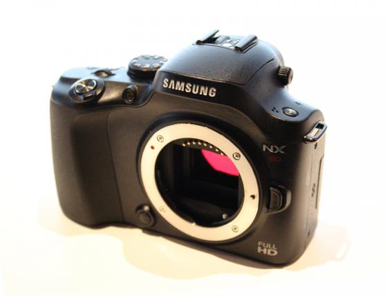 samsung nx20 3 Samsung NX20 aufgetaucht   Nachfolger der NX11 kommt mit drehbarem Display, W LAN und 20.3 Megapixeln