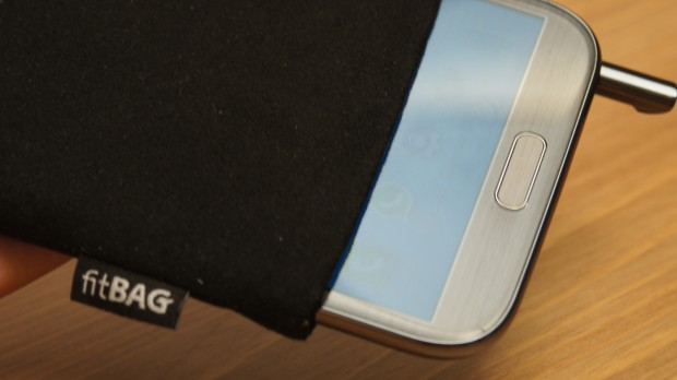 YouTube FitBAG 620x348 Samsung Galaxy Note II fitBAG Review [Video]