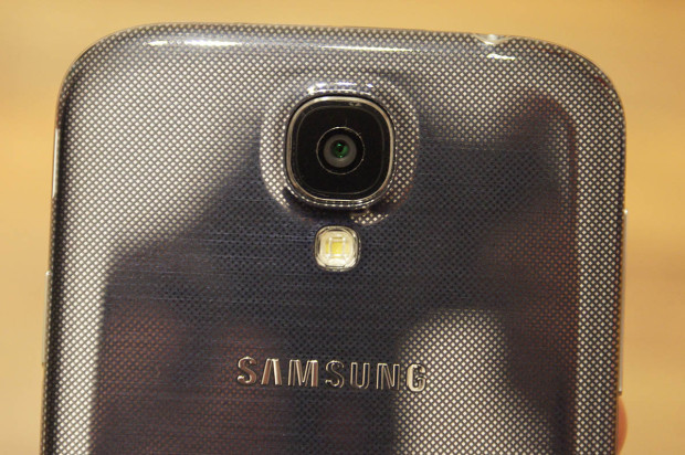 Samsung Galaxy S4 prev 1 backside 620x412 Samsung Galaxy S4: (M)Ein erster Eindruck [Video]