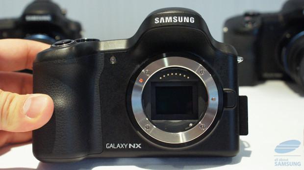 Samsung_GalaxyNX_1