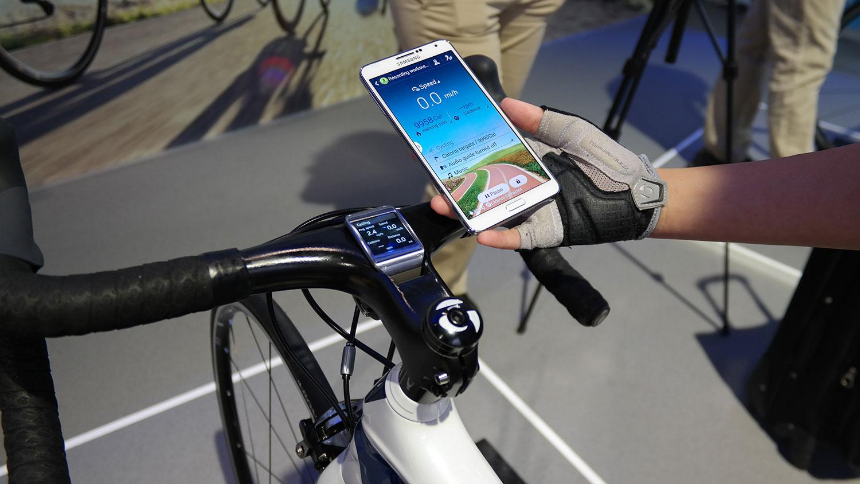 samsung galaxy bike mit note 3 und gear zum connected. Black Bedroom Furniture Sets. Home Design Ideas