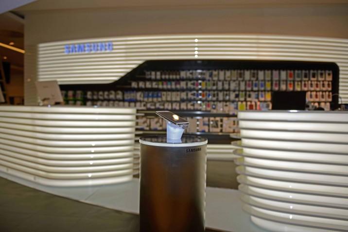 Samsung_Mobile_Store_KaDeWe (5)