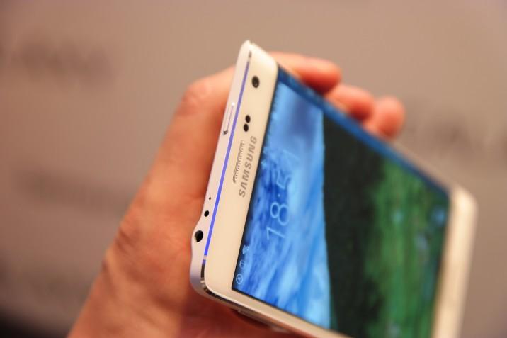 Samsung_Galaxy_Note_Edge-10