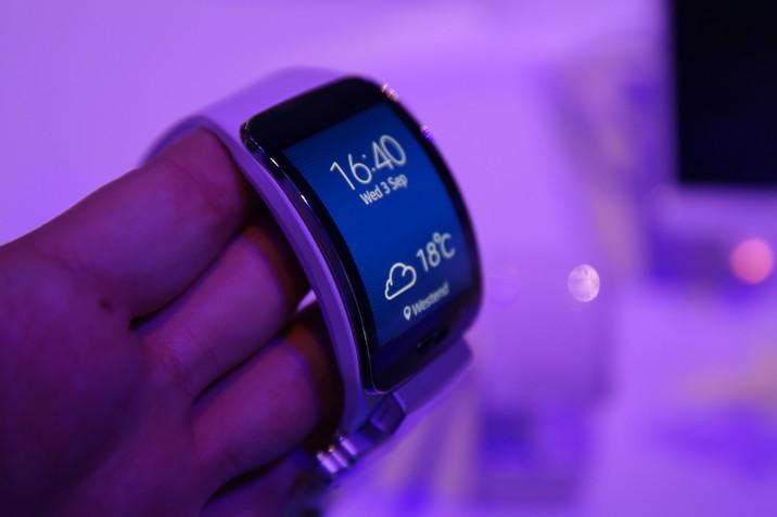 Samsung_GearS_HandsOn-2