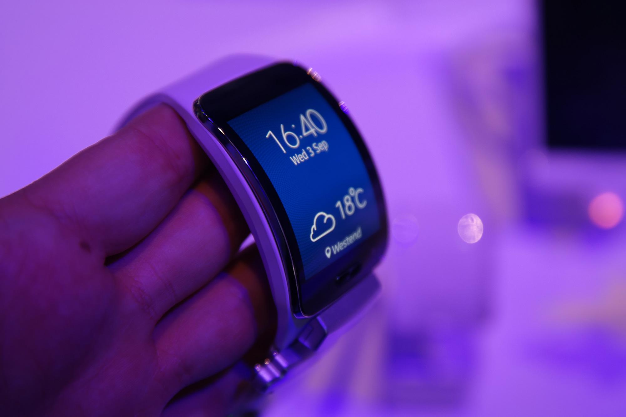 Gear S: 10.000 verkaufte Geräte am ersten Tag und ein erster Werbespot