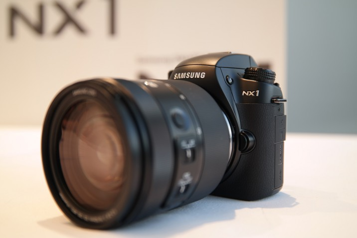 Samsung_NX1_hands-on-1