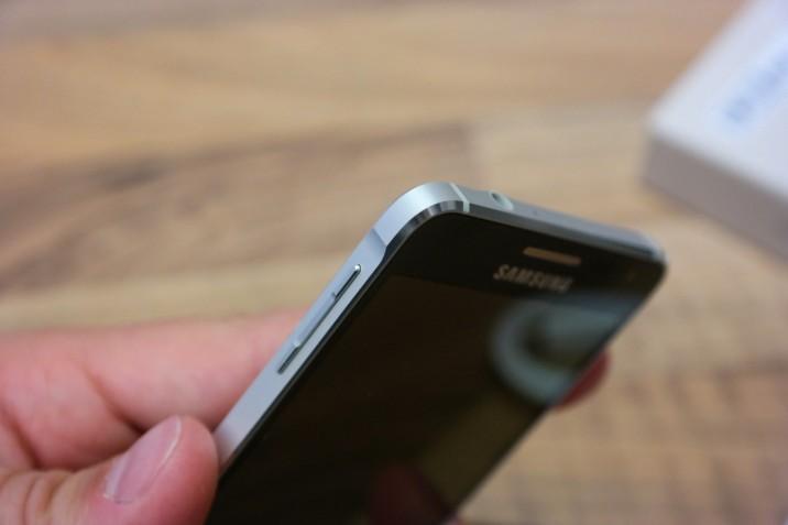 Samsung_Galaxy_Alpha_Unboxing-11