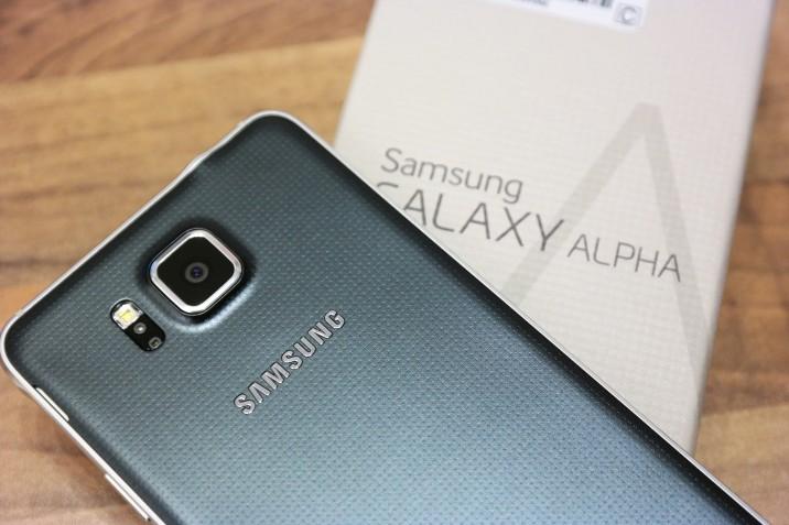 Samsung_Galaxy_Alpha_Unboxing-9