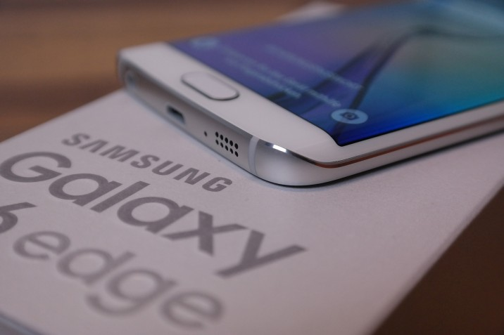 Samsung_Galaxy_S6edge_Unboxing_12