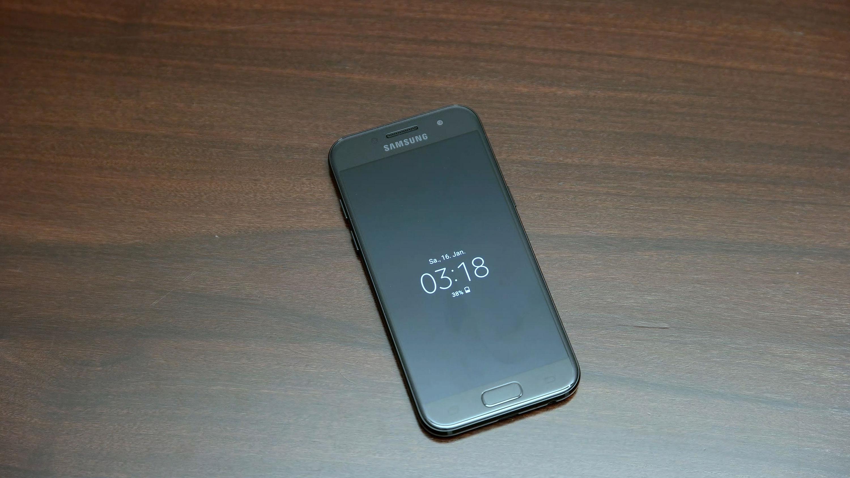 Samsung Verteilt Derzeit Ein Neues Update Fur Das Galaxy A3 2017 Zum Unboxing Die Aktualisierung Erschien Bereits In Russland Italien Und